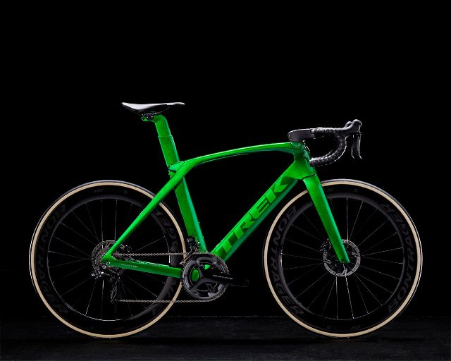 Tk18_Madone_ICON_P1CANDY_EMERALD_GREEN