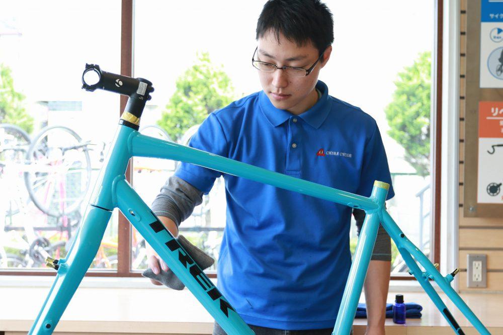 自転車向け塗装に最適なガラスコーティング施工中の写真