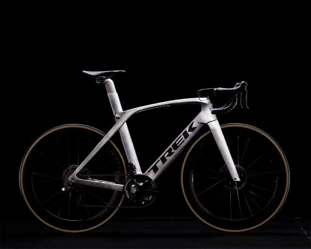 Tk18_Madone_ICON_P1BRUSHED_LIQUID_METAL