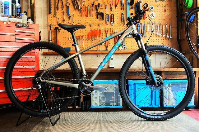 エントリーマウンテンバイク「X-Caliber 7」です。
