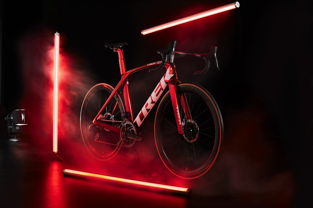 s-Madone_Red_Chrome_DS_Front