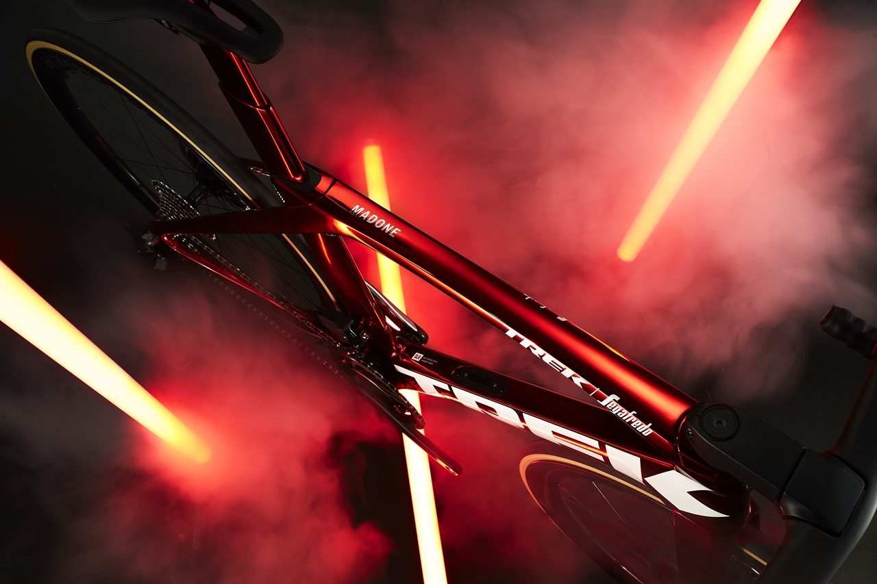 s-Madone_Red_Chrome_High_DS