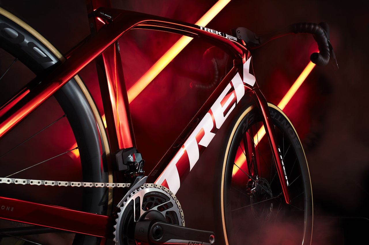 s-Madone_Red_Chrome_Low_DS
